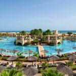 Clubhotel RIU Touareg Boa Vista Kap Verden Pauschalreise Angebot günstig buchen Außenanlage Pool Liegen Sonnenschirme-min