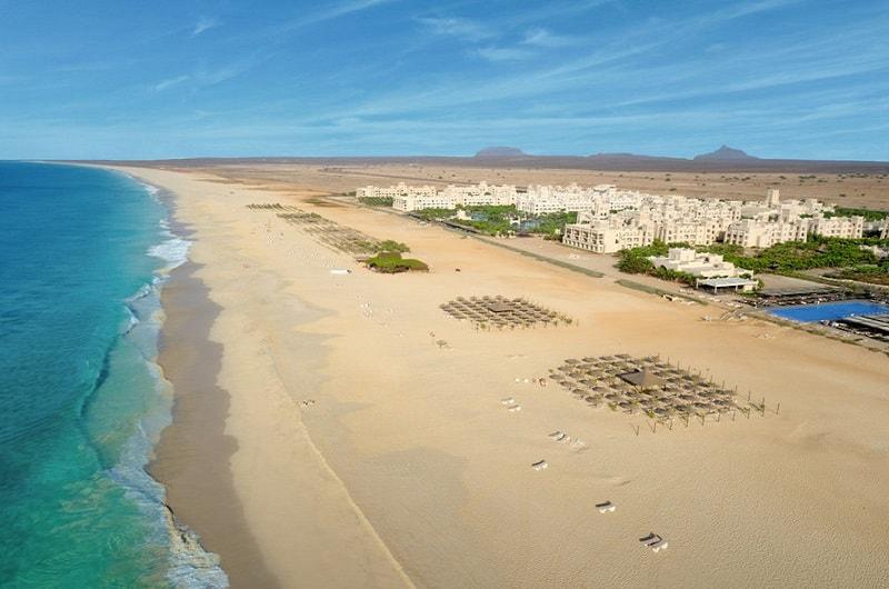 Clubhotel RIU Touareg Boa Vista Kap Verden Pauschalreise Angebot günstig buchen direkte Strandlage Sandstrand Meer-min