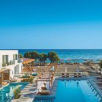 Enorme Lifestyle Beach Resort Kreta Amoudara Adults Only Pauschalreise Angebot Außenanlage Pool direkte Strandlage-min