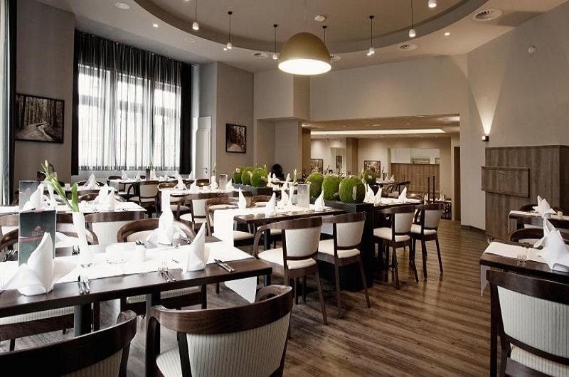 Berghotel Oberhof Deal Angebote günstig buchen Wellnesshotel im Thüringer Wald Brunch Halbpension Restaurant-min