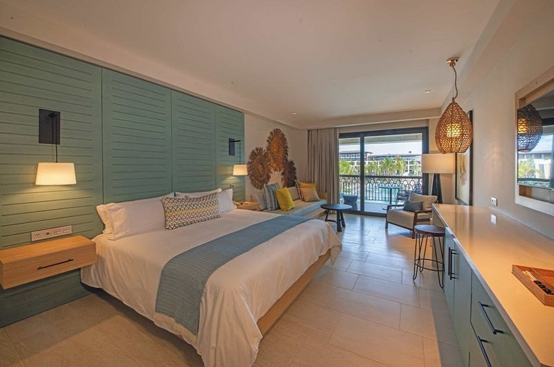 Adults Only Club at Lopesan Costa Bavaro Resort Playa Bavaro Punta Canta Bilder Zimmeer mit Doppelbett und Balkon-min