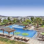 Gaia Royal Hotel Kos Pool Sonnenliegen Sonnenschirme-min