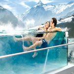 Hotel TAUERN SPA Kaprun Zell am See Bilder Panorama mit Bergen Pool-min